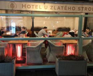 Vyhřívané stolky Galavito Heating Table v hotelu U Zlatého Stromu v Praze