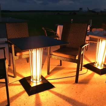 Jarní venkovní akce vyhřívaný stolek
