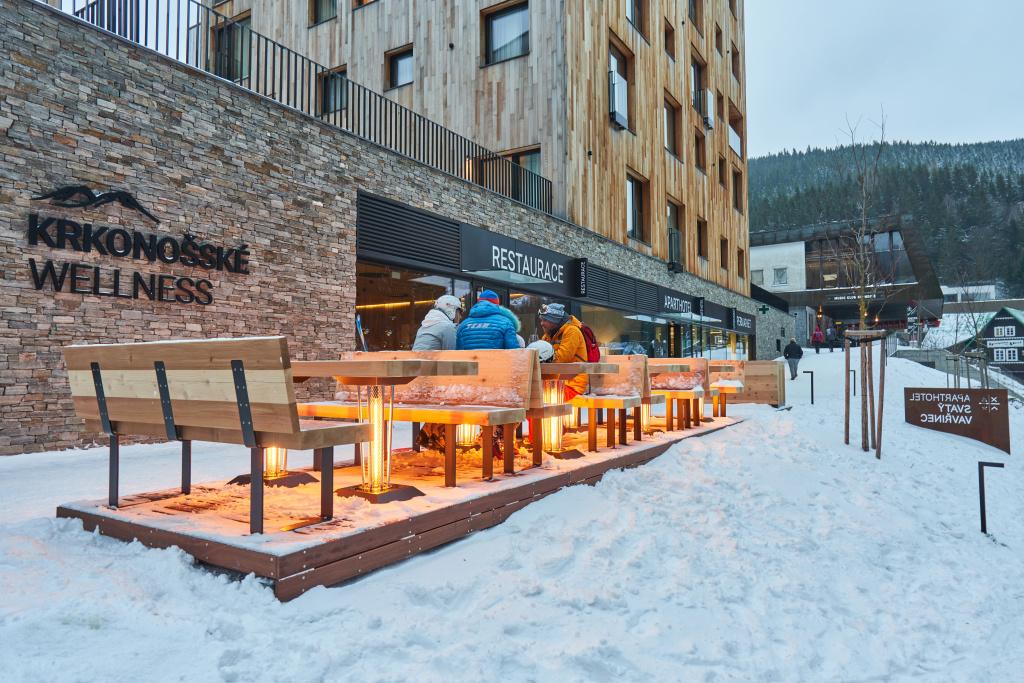 Après-Ski bar u Svatého Vavřince a výhřevné stolky
